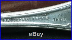 1847 ROGERS BROS. Silverware Vintage Grapes 72 Pieces
