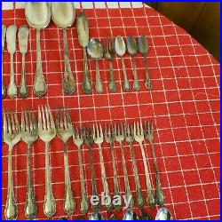94 Pc Lot 1847 ROGERS BROS IS REMEMBRANCE SILVERPLATE FLATWARE SILVERWARE